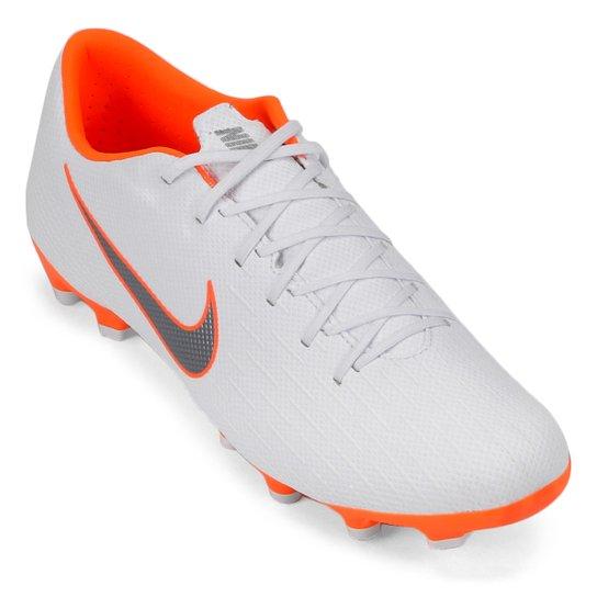 860ed32d4a79d Chuteira Campo Nike Mercurial Vapor 12 Academy - Branco e Cinza ...