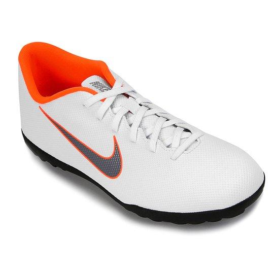 Chuteira Nike Society Mercurial Vapor 12 Club - Branco e Cinza ... a6e0e4b7bb1bf
