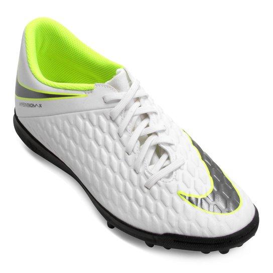 9b4b9e3b54 Chuteira Society Nike Hypervenom Phantom 3 Club TF - Branco e Cinza ...