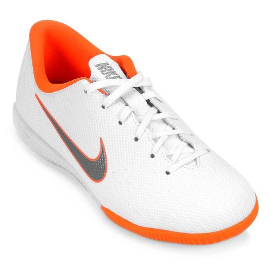 b907cb1e90 Chuteira Futsal Infantil Nike Mercurial Vapor 12 Academy GS IC -  Branco+Cinza