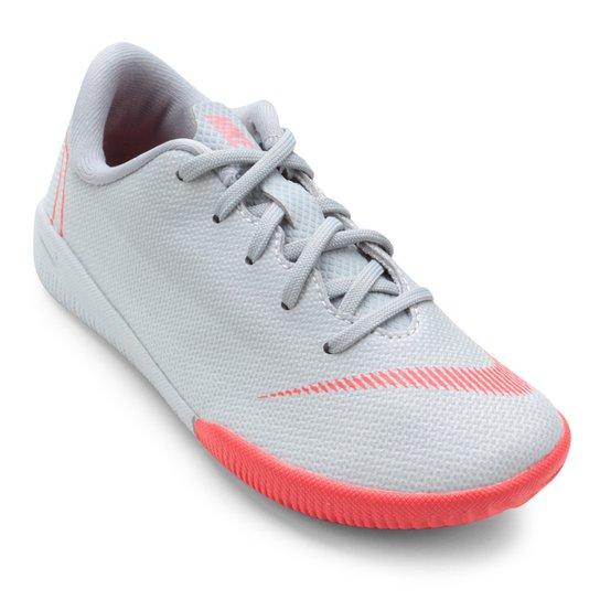 Chuteira Futsal Infantil Nike Mercurial Vapor 12 Academy - Cinza+Vermelho 7c1403d6449f9
