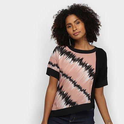 Camiseta Acostamento Assimétrica Estampada Feminina
