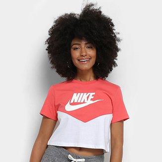 acca95a7e8 Camiseta Nike Cropped Bicolor Estampa Logo NSW HRTK TOP SS Feminina