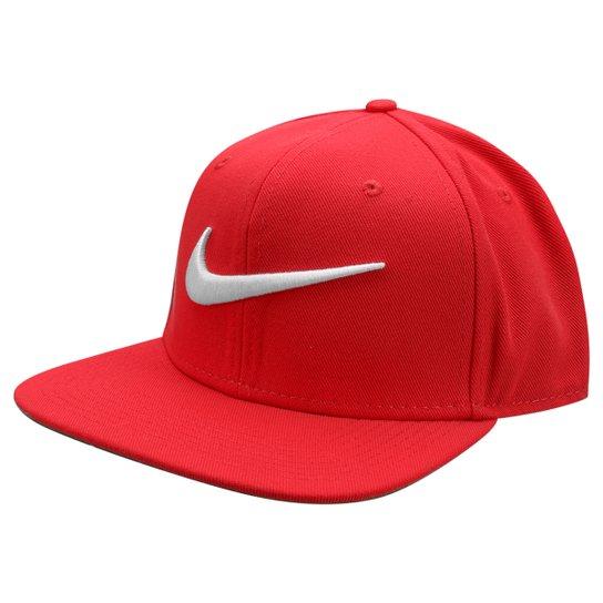 7920da0347ba4 Boné Nike Aba Reta QT Pro Swoosh - Vermelho+Dourado