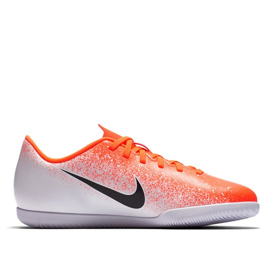 f183f2e4f1 Chuteira Futsal Infantil Nike Mercurial Vapor 12 Club - Laranja+Branco