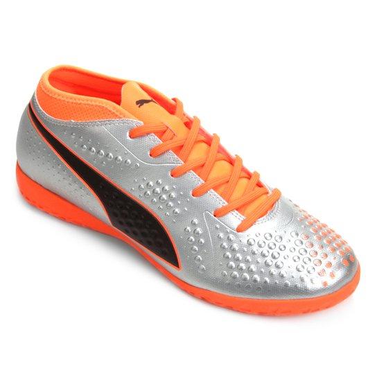 83604e9fdd Chuteira Futsal Puma One 4 Syn IT BDP - Prata e Laranja
