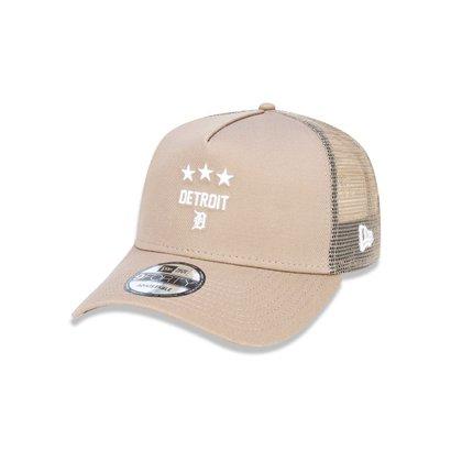 Confeccionado em tecido macio, recebe a clássica bandeira New Era® na lateral esquerda. Com um design moderno, esse cap...