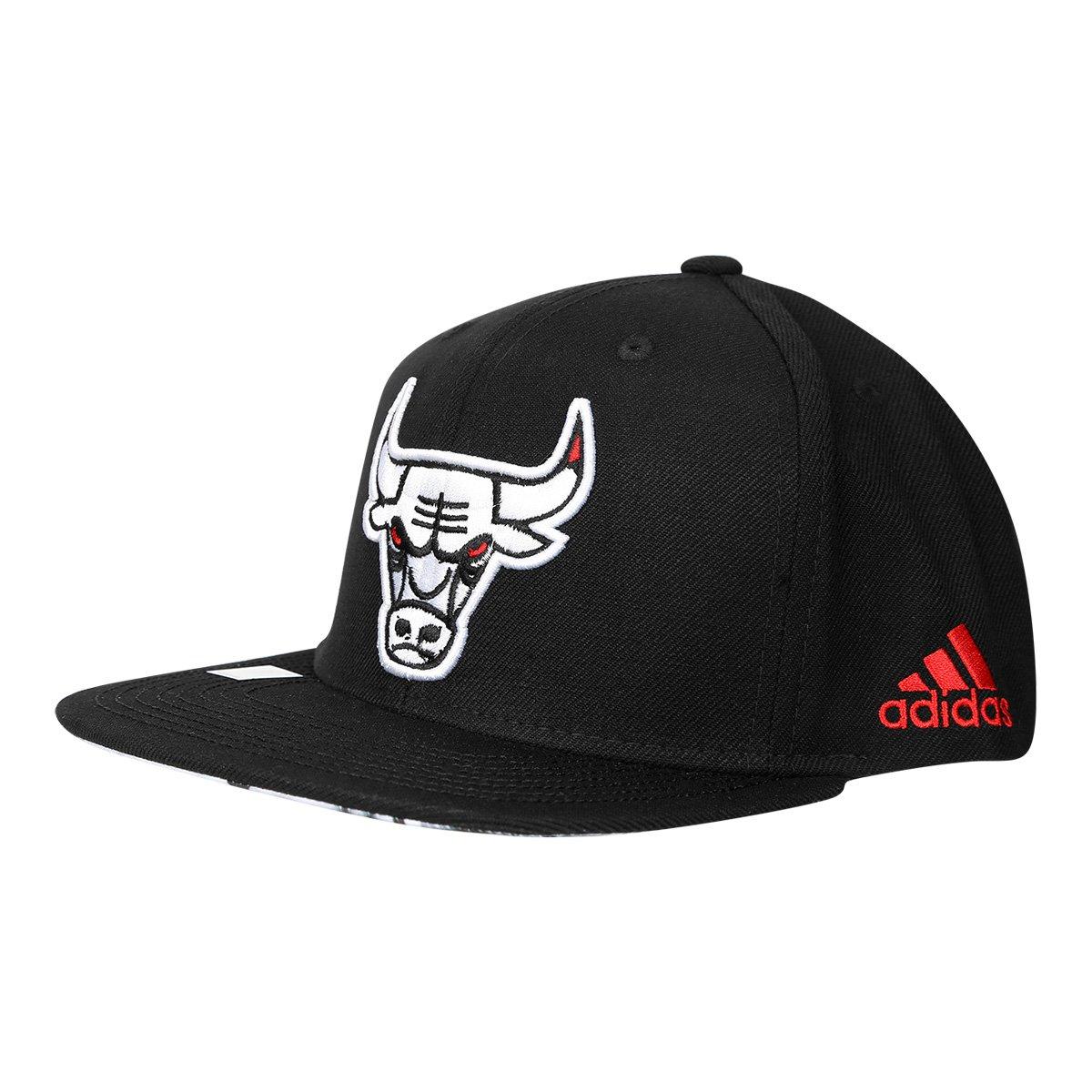 Boné Adidas Flat Chicago Bulls Aba Reta - Preto e Branco - Compre Agora  77b2122ebd6