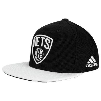 b1e07e02b Boné Adidas Flat NBA Brooklyn Nets - Preto e Branco - Compre Agora ...