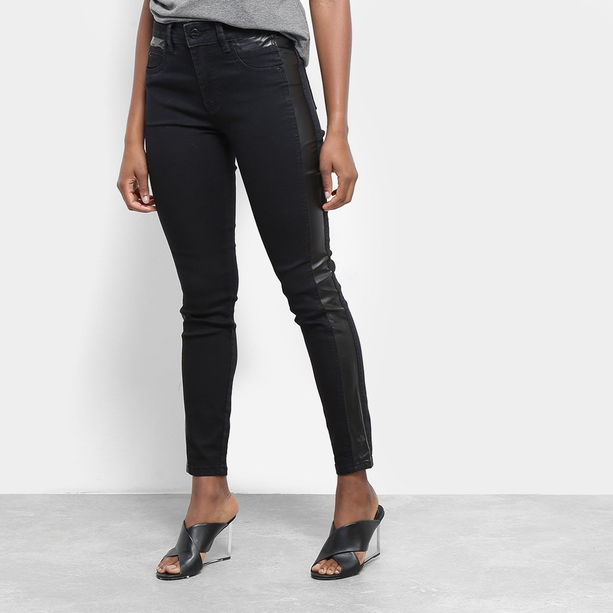 807fe10ed Calça Jeans Cigarrete Sawary Detalhe Couro Sintético Cintura Média Feminina  | Netshoes