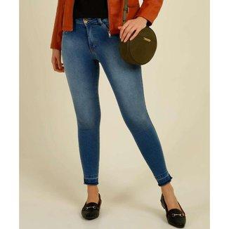 Calça Jeans Feminina Barra Desfiada Skinny Biotipo - 10046796578
