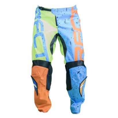 Fácil de vestir, a Calça Solid traz uma modelagem diferenciada que garante maior suporte para suas pedaladas. Seu tecido...