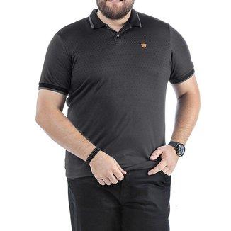 Camisa Polo em Retilínea Masculina Plus com Estampa e Aplique Cinza Médio