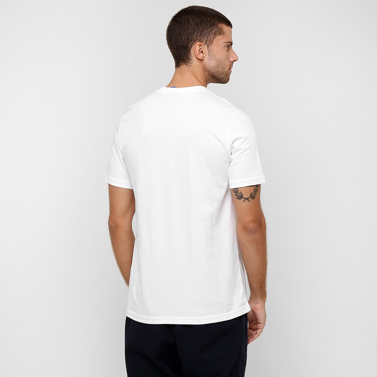 Camiseta Adidas Originals Stripes Trefoil  Camiseta Adidas Originals Stripes  Trefoil ... e55970bf96bd9