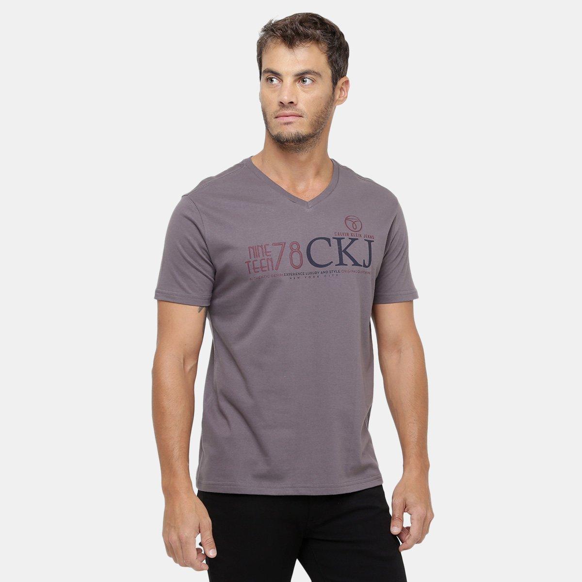 284d34caa7fb4 Camiseta Calvin Klein Gola V CKJ 78 - Compre Agora