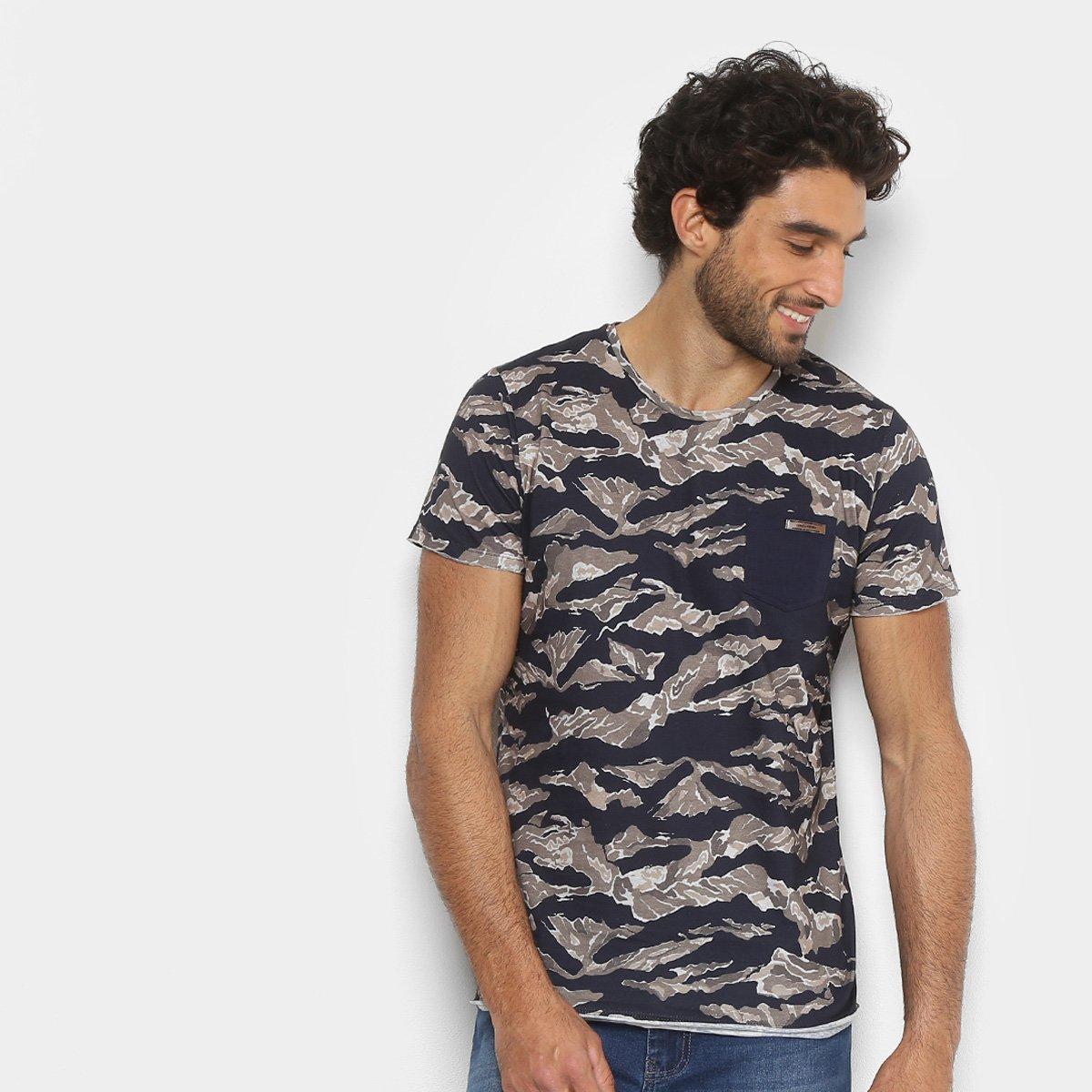 Camiseta Colcci Estampa Camuflada Masculina - Compre Agora  a86763623b2