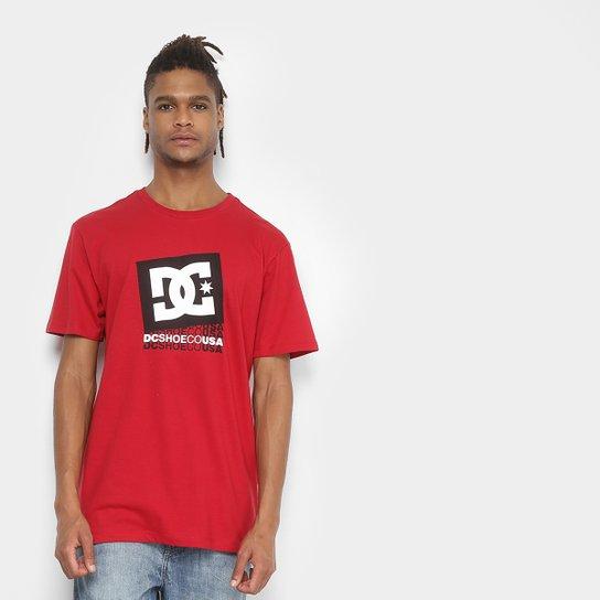 Camiseta DC Shoes Bas Decade Masculina - Vermelho