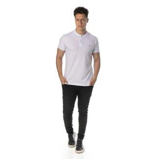 Camiseta henley branca regular fit