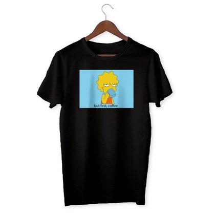 Camiseta Lisa Simpson - Os Simpsons - But First, Coffee