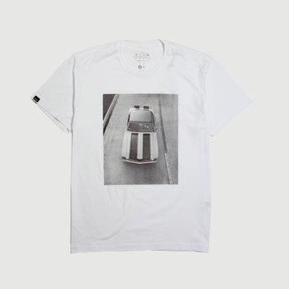 Camiseta Masc. DTG Chevrolet Camaro On Road - Branco
