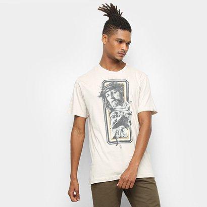 A Camiseta MCD Regular Christ Masculina traz uma estampa do Cristo com um  anjo 9b99c3e7c53