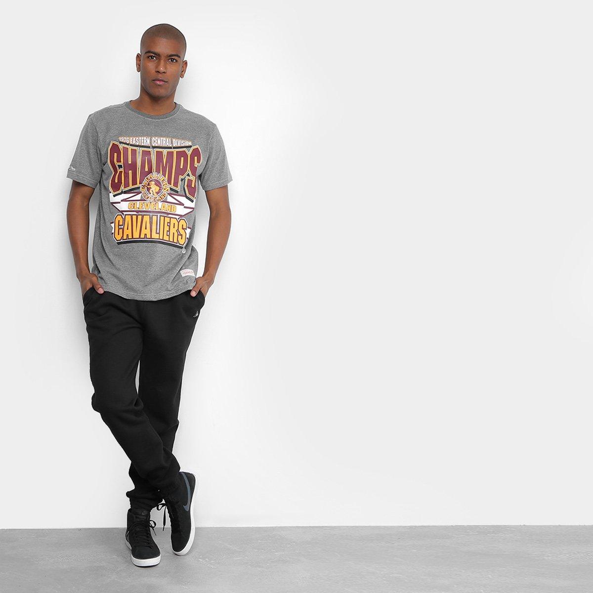 ... Camiseta Mitchell   Ness NBA Cleveland Cavaliers Sportman Crew  Masculina ... 5126d565aa925