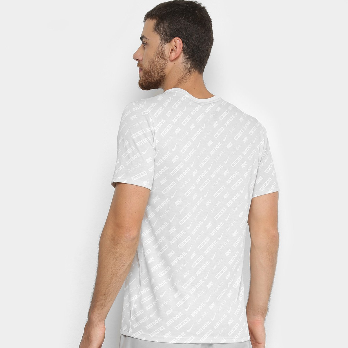 afd2c1829f Camiseta Nike Dri-Fit Masculina - Cinza e Branco - Compre Agora ...
