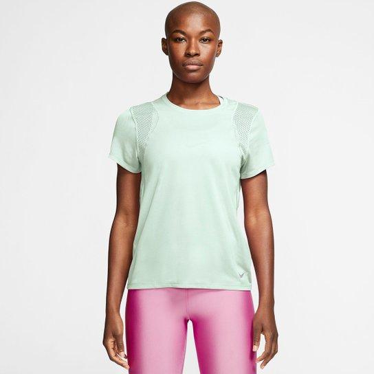 Camiseta Nike Dri-Fit Run Feminina - Verde+Prata