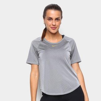 Camiseta Nike Manga Curta lcon Clash Feminina