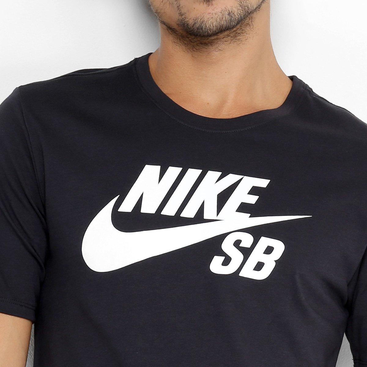 33a0e6f7b9 Camiseta Nike Sb Logo Masculina - Preto e Branco - Compre Agora ...