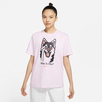 Camiseta Nike Sportwear Boyfriend Dog Hb Feminina