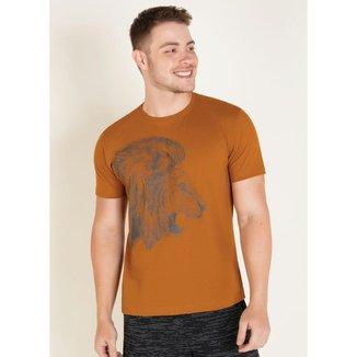 Camiseta Preta com Estampa Frontal e Manga Raglan