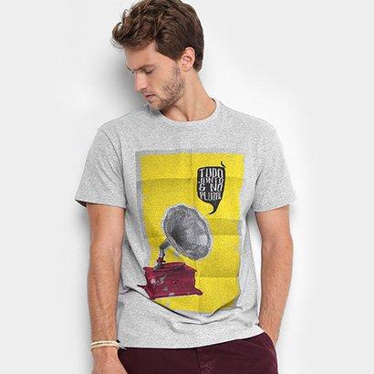 a9a0db80c2 A Camiseta Reserva Pica-Pau Fone Masculina dá voz a pluralidade de se  vestir como