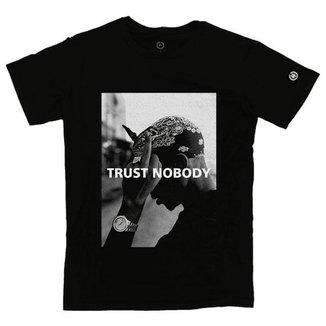 Camiseta Stoned Trust Nobody Masculina