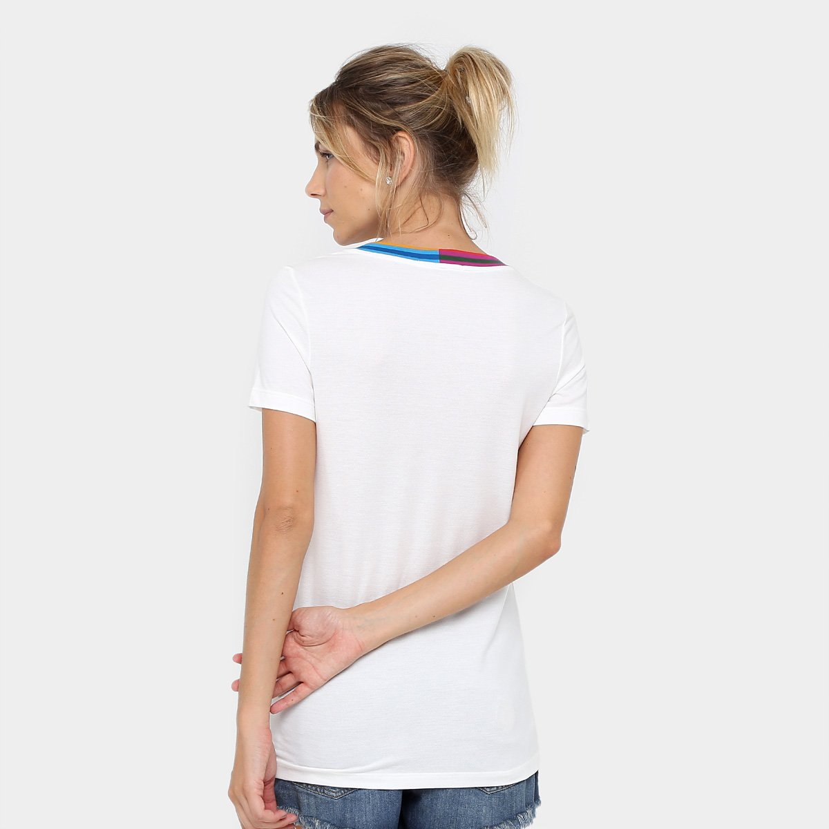 Casmiseta Lacoste Decote V Colorido Feminina - Compre Agora   Netshoes 3649bf4d0a