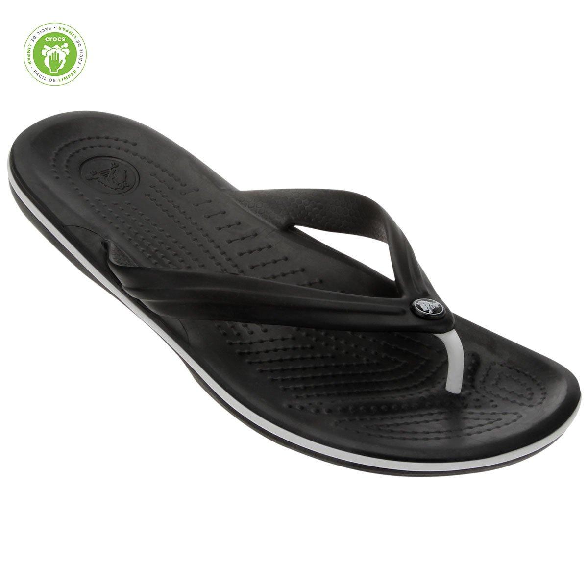 e874c0b4b4a Chinelo Crocs Crocband Flip - Preto e Branco - Compre Agora