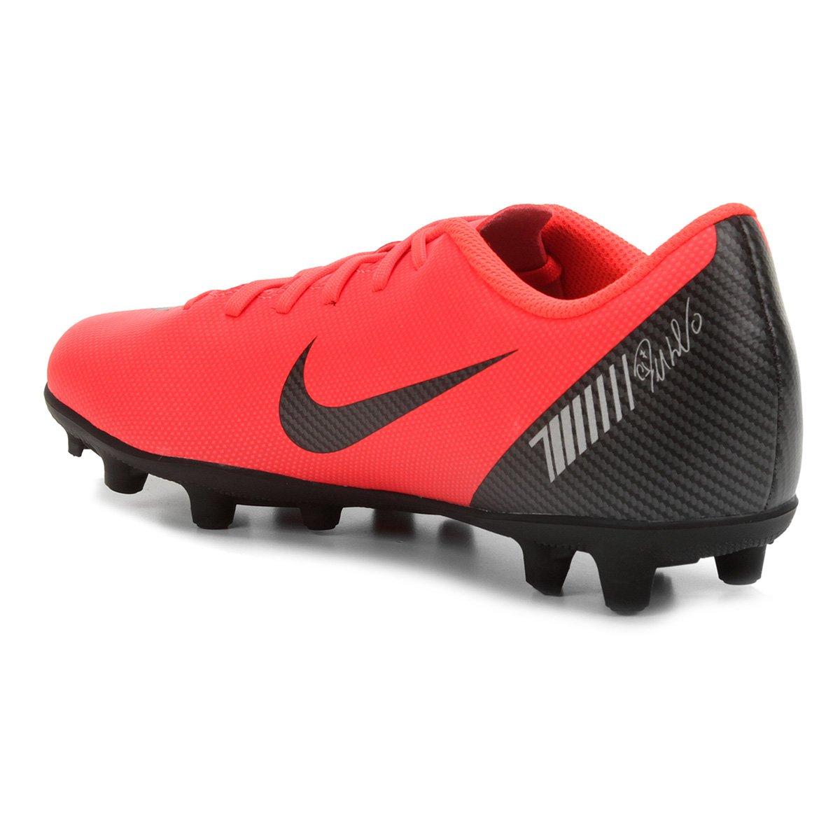 307ff874f9 Chuteira Campo Nike Mercurial Vapor 12 Club CR7 FG - Vermelho e ...