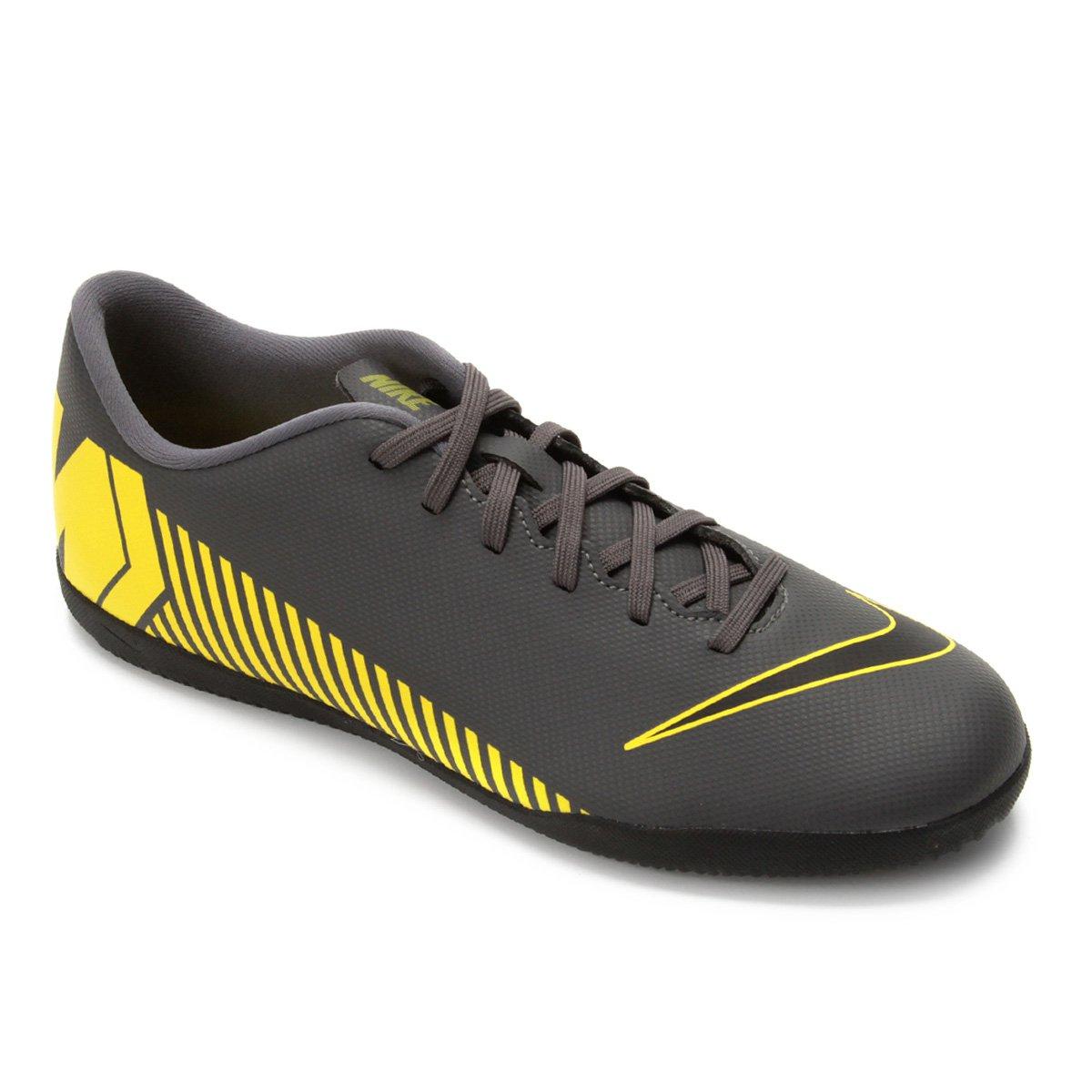 0b4238c41b Chuteira Futsal Nike Mercurial Vapor 12 Club IC - Cinza e Amarelo ...