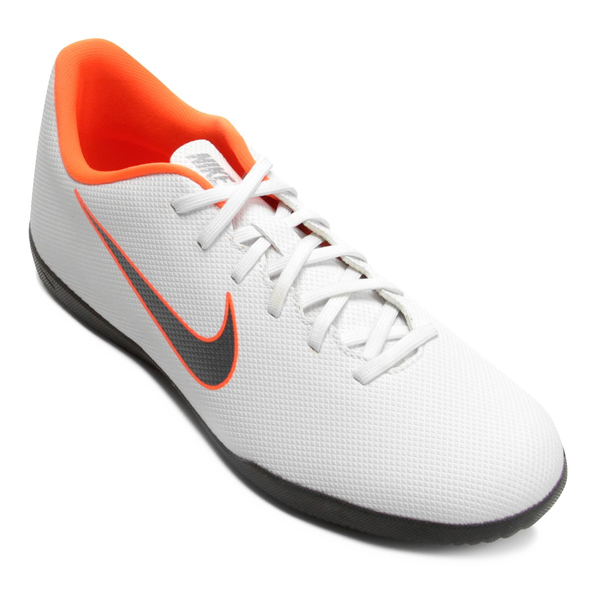 ea09dbc20f Chuteira Futsal Nike Mercurial Vapor 12 Club - Branco e Cinza - Compre  Agora