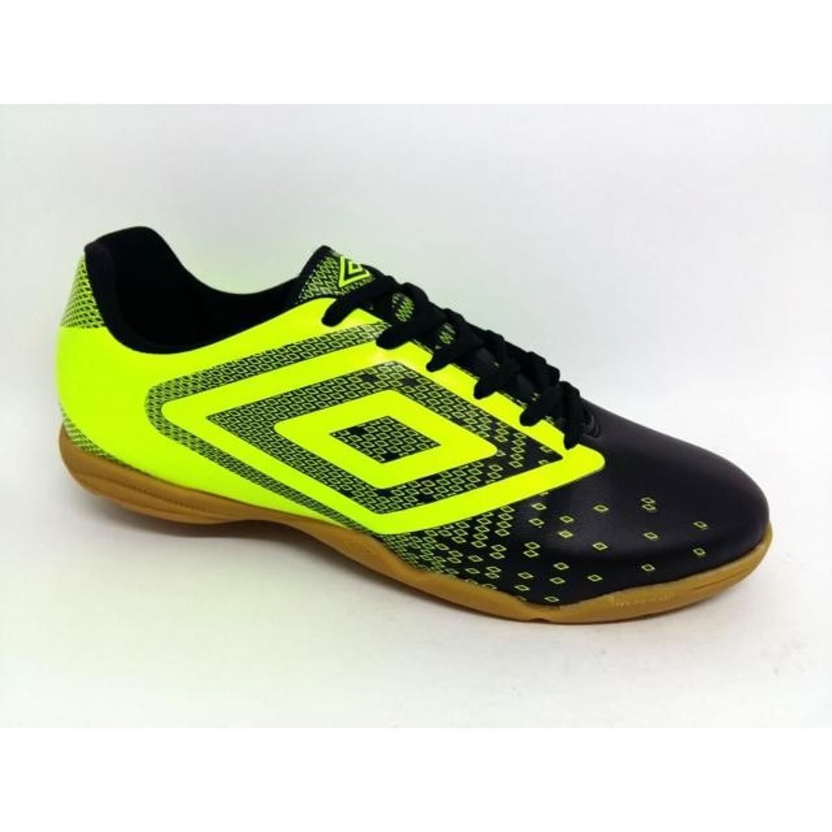 39e5660ca6edf Chuteira Futsal Umbro Flux Masculina - Preto e Amarelo - Compre Agora