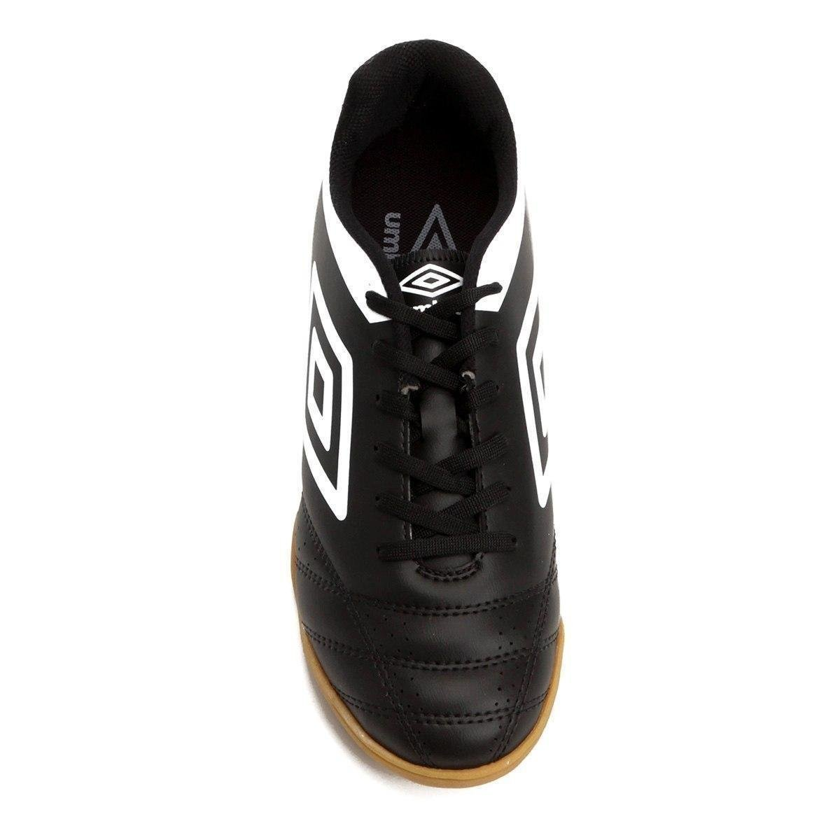 Chuteira Futsal Umbro Striker IV - Preto e Branco - Compre Agora ... 9b8b2b0f91849