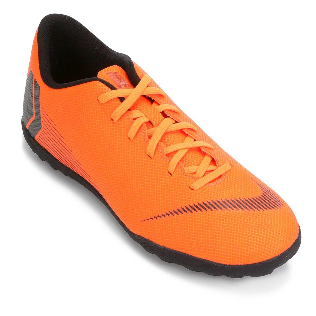 Chuteira Nike Society Mercurial Vapor 12 Club - Laranja e Preto ... 0068f485ad3e5