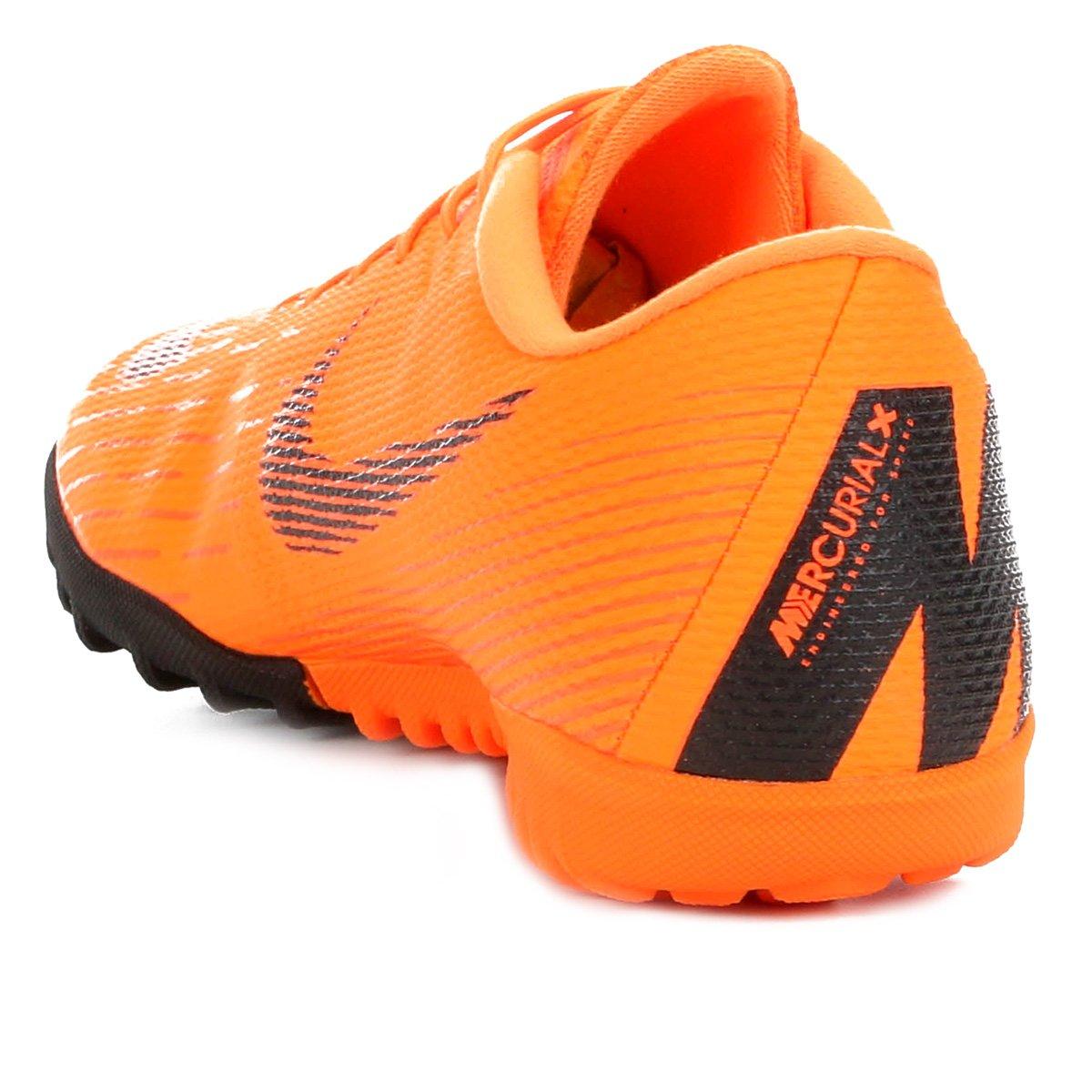 Chuteira Society Nike Mercurial Vapor 12 Academy - Laranja e Preto ... f36342ab88023