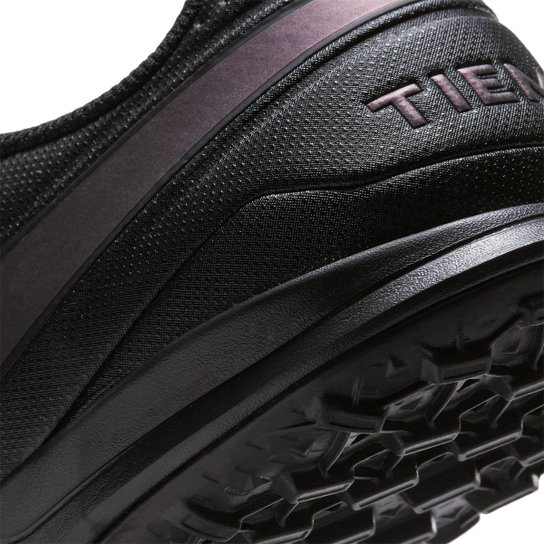 Chuteira Society Nike Tiempo Legend 8 Academy TF - Preto