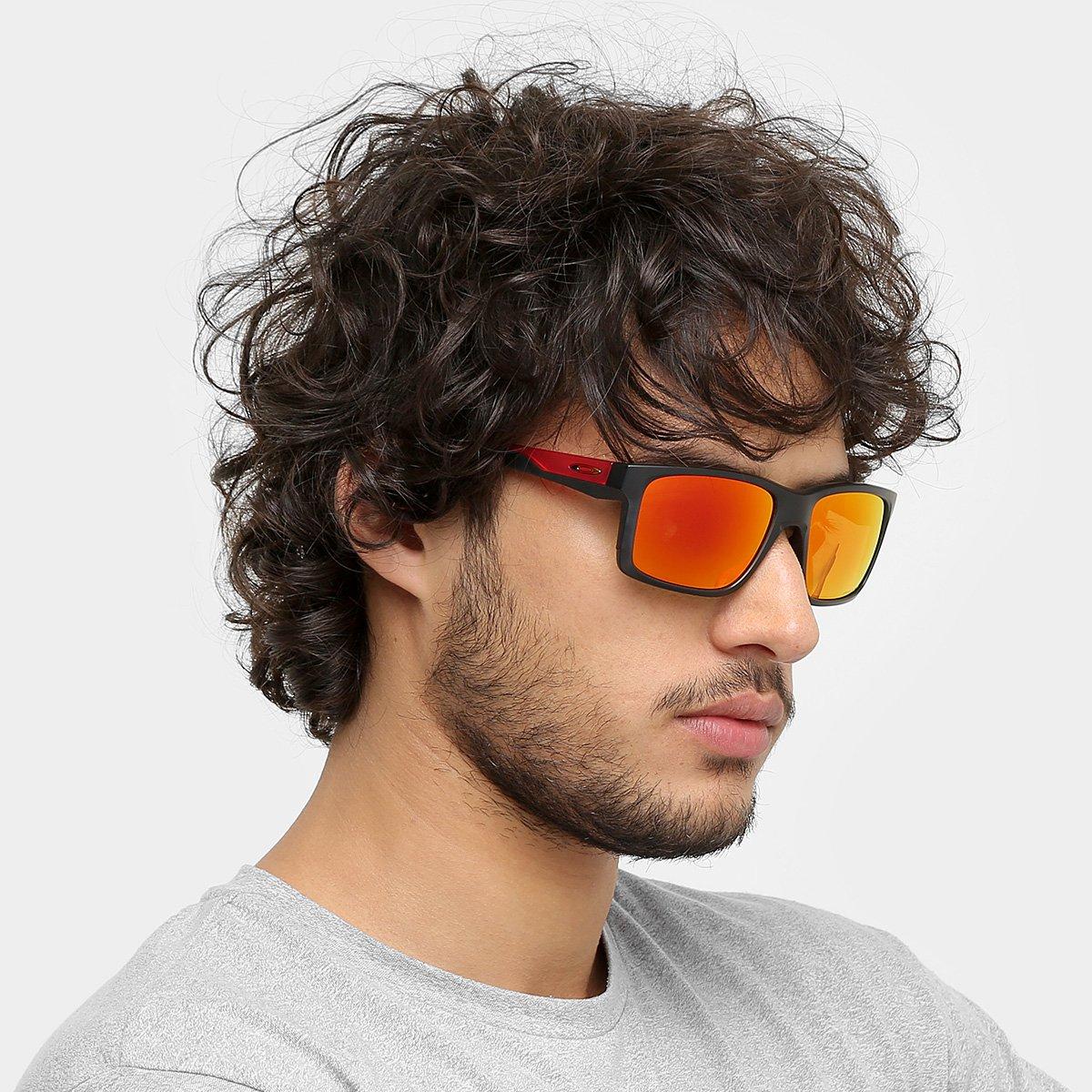 Óculos de Sol Oakley Mainlink Masculino - Preto e Vermelho - Compre ... 6669778744