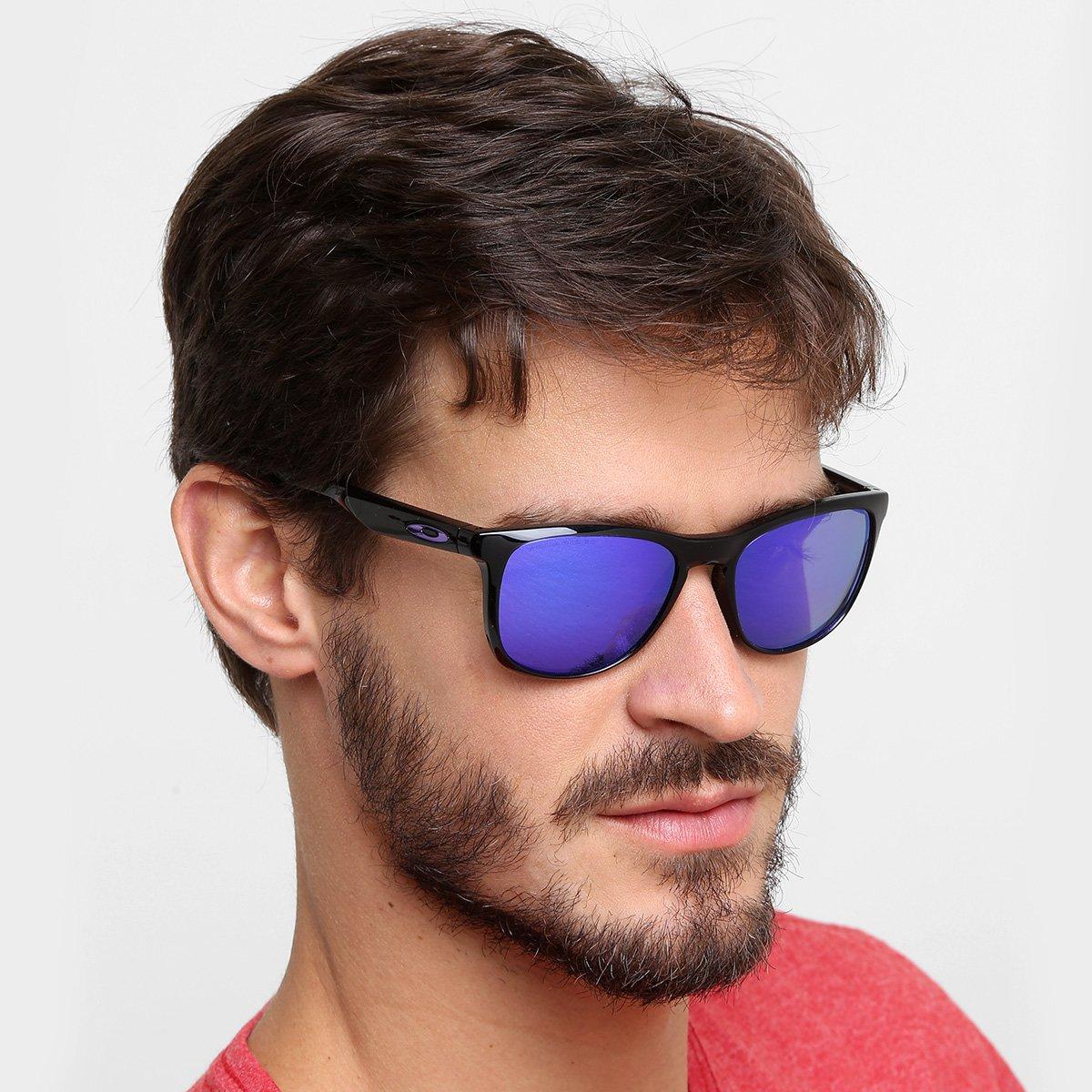 b4a2f45cf522f Óculos de Sol Oakley Trillbe X Masculino - Preto e Roxo - Compre ...