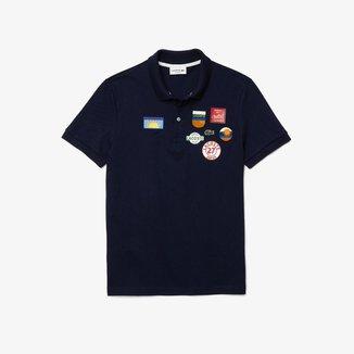 Polo masculina Lacoste Regular Fit em algodão com emblemas
