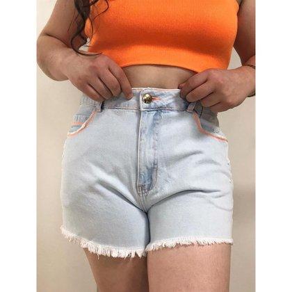 Shorts Gatabakana Com Barra Desfiada e Detalhes em Neon