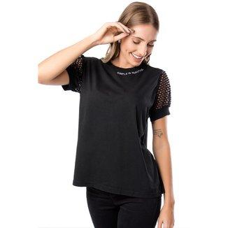 T-shirt Plus Size Meia Malha Com Bordado- Preta