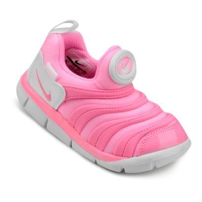 promo code 7cd30 2f2bd Os pequenos ganham a sensação de pé descalço com o Tênis Infantil Nike  Dynamo Free.